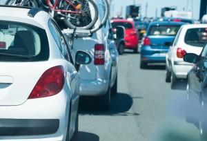 départ vacances voiture embouteillage route circuler partir autoroute famille soleil mer rejoindre chemin voyage