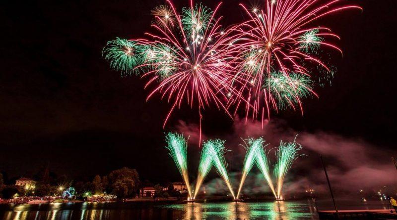 Brillano le notti estive col Festival di fuochi d'artificio
